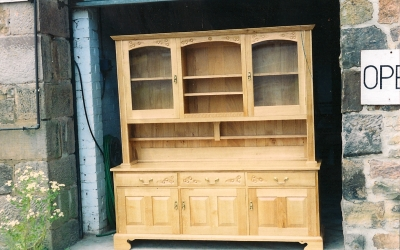 1_Dresser