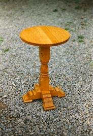 Pedistal-Table