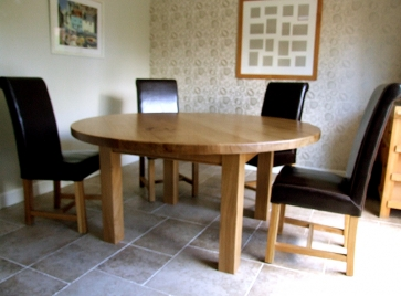 contemporary-table-and-chairs
